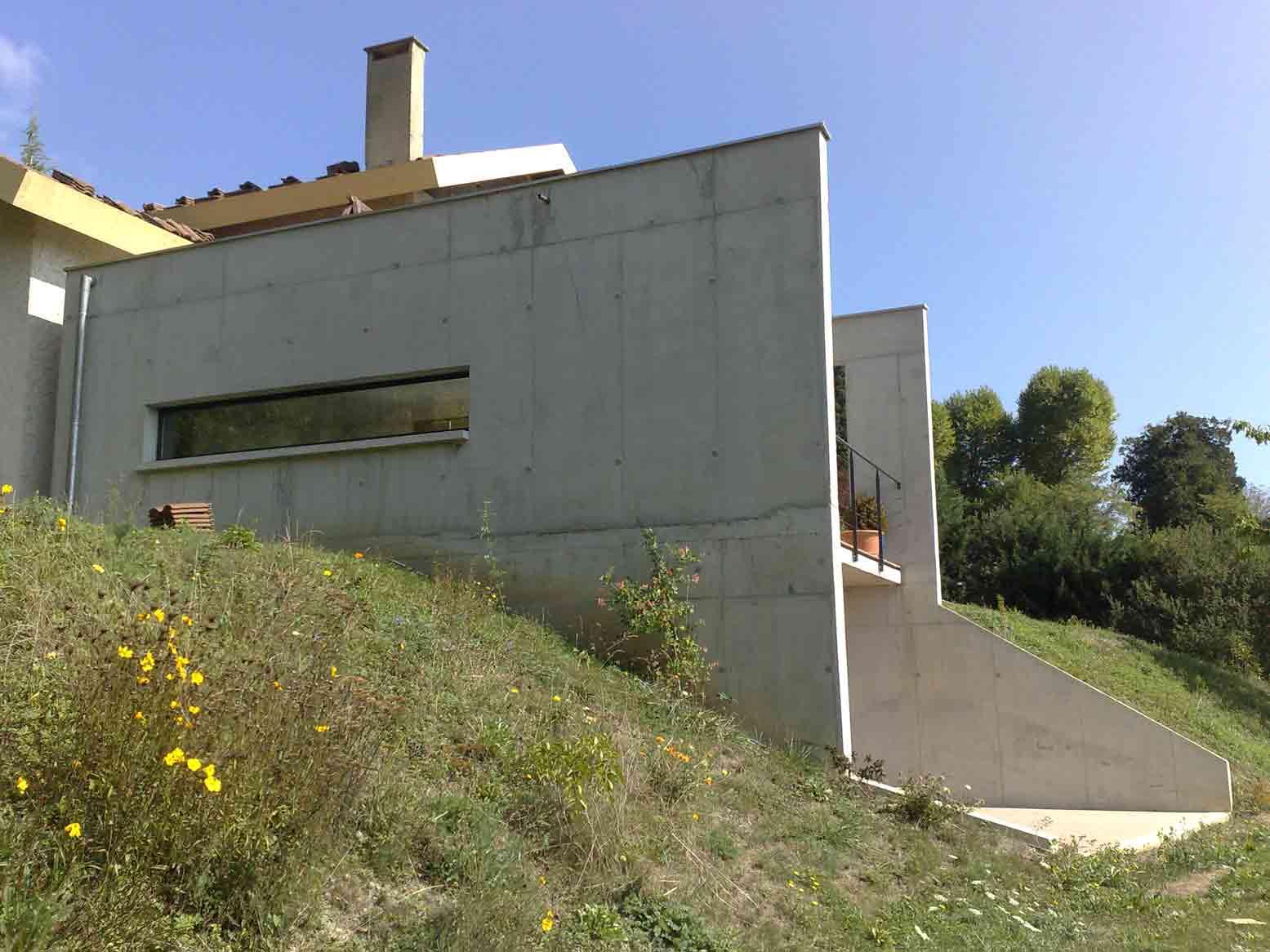 Mur beton banche panneaux muraux bois design de maison for Maison en beton banche